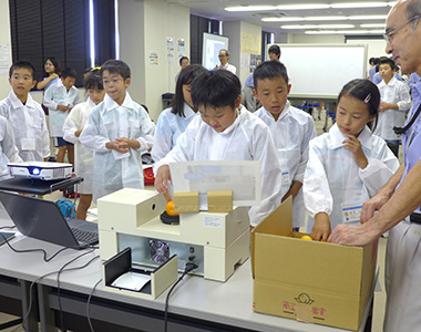 Conveying excitement of science to children