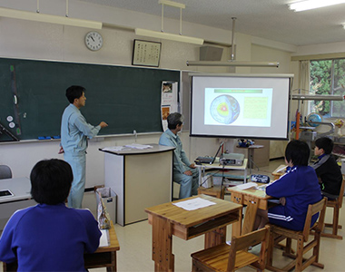 Staff of Okuaizu Geothermal Co., Ltd. visited local elementary school